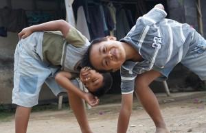 hijos jugando