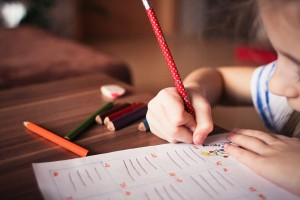 nena estudiando